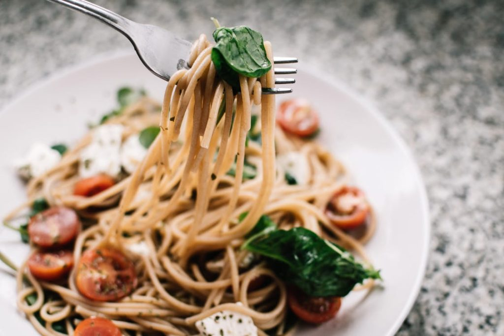 One-Pot Of Pasta With Spinach And Tomatoes